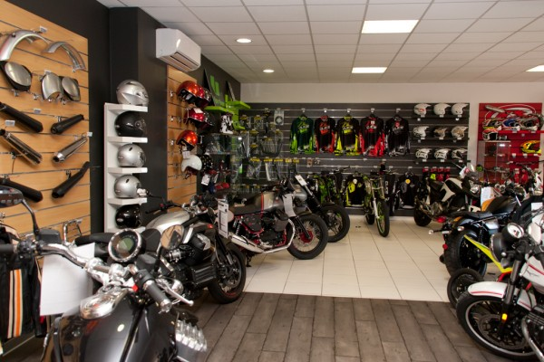 d pot vente de motos neuves et d 39 occasion a perpignan moto fusion. Black Bedroom Furniture Sets. Home Design Ideas